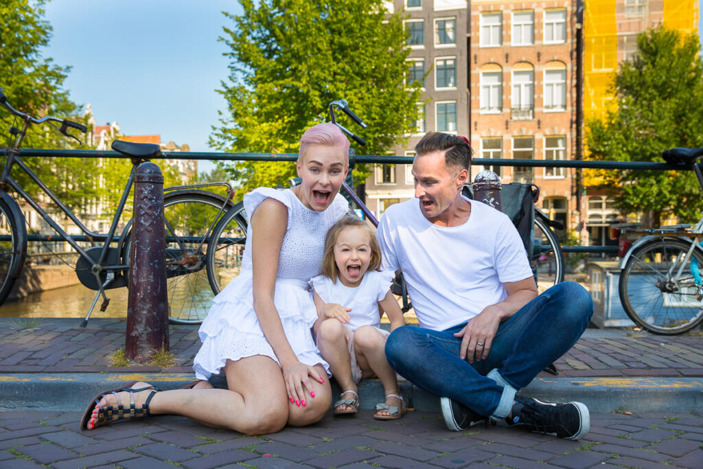 on location family photoshoot in Amsterdam Familie fotosessie portrait Family and children Photoshoot in Amsterdam, together with the family for a fun photo session